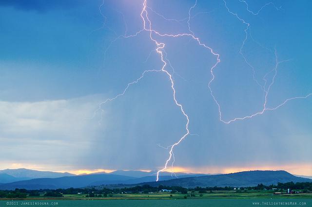 tempestades com raios durante o dia
